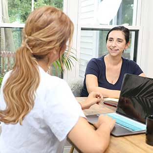 immigration psychological therapist working with immigration lawyer